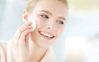 Dùng toner acid như thế nào để làm sạch sâu mà không hư hại lớp màng bảo vệ da?