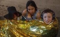 Dừng xe đi vệ sinh, gia đình du khách Anh thoát thảm kịch sập cầu