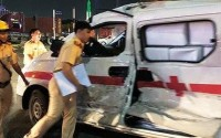 Xe cấp cứu bị container tông bẹp dúm trên cao tốc HLD