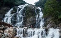 Đến đông Trường Sơn ngắm thác Trắng