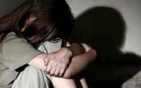 Ở với dì khi cha mẹ ly thân, bé 12 tuổi bị dượng rễ hiếp dâm