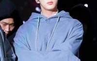 Quyền năng như Jin (BTS): chỉ cần hất mái lên thôi cũng có thể khiến cả hậu cung dậy sóng