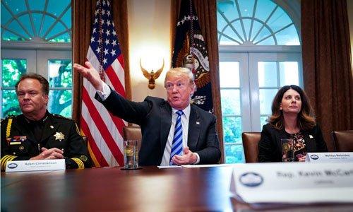 Ông Trump gây sốc khi gọi người nhập cư trái phép là 'động vật'
