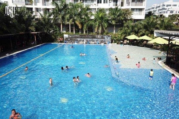 Phủi bụi bikini lên kèo hạ nhiệt ngay tại hồ bơi nước mặn hot nhất quận 7