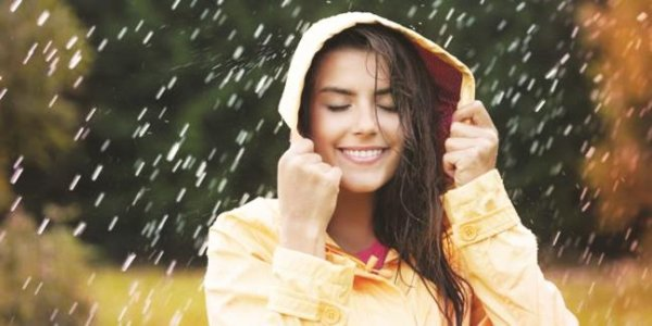 Những lời khuyên chăm sóc da từ chuyên gia da liễu cho bạn gái trong tuần mưa gió ẩm ướt