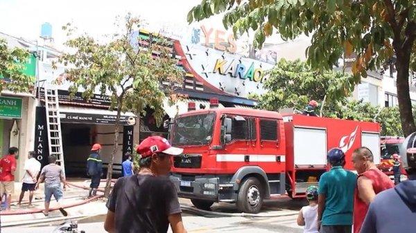 Cháy quán karaoke ở Hóc Môn