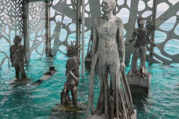 Thưởng lãm nghệ thuật dưới làn nước biếc Maldives