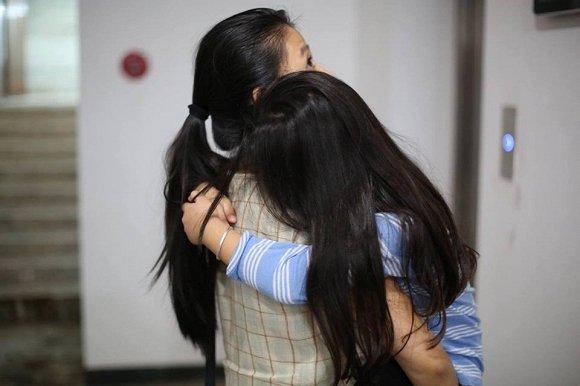 Vợ Phạm Anh Khoa 'than thở' việc con gái quấn bố, Tăng Thanh Hà vào 'thả tim'