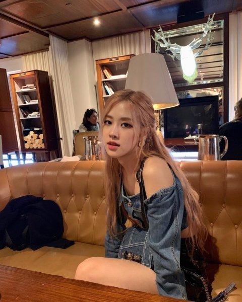 Kiểu tóc 'hot hit' của idol Hàn: Tóc buộc nửa đầu như Rosé, Jennie và tóc mái 'bổ luống' của Nancy