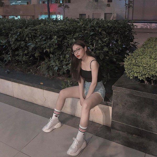 Bạn gái Quang Hải bị 'ném đá' khi vừa khoe ảnh trên MXH